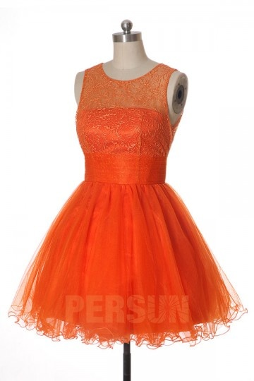 robe patineuse courte orange à haut brodé pour cocktail