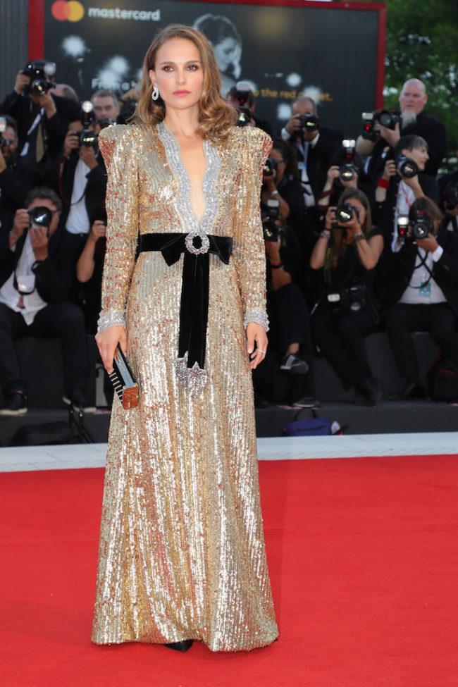 robe de soirée dorée longue Natalie Portman
