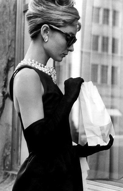 chic petite robe noire Audrey Hepburn dans le film Petit-déjeuner à Tiffany