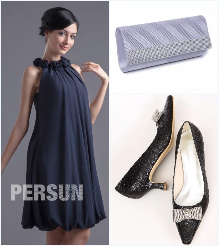robe bleu marine courte, sac argenté et chaussures noires