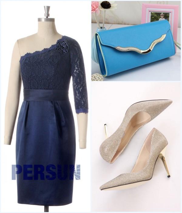 robe bleu marine asymétrique, sac bleu et escarpins doré