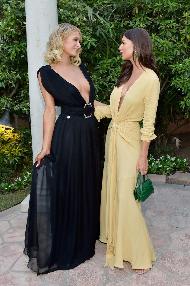 Paris Hilton et Emily Ratajkowski portaient les robes fluides très féminines à la 4ème cérémonie de remise de prix du site The Daily Front Row