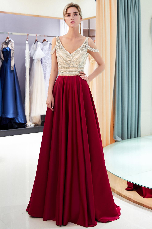 robe de soirée rouge à haut embelli de bijoux épaule dégagé