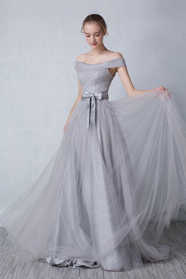 robe de soirée grise longue princesse épaule dénudé
