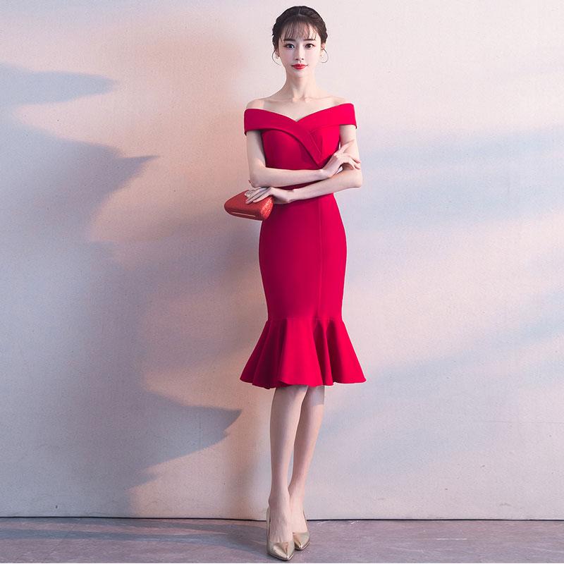robe de soirée rouge sirène épaule dénudé