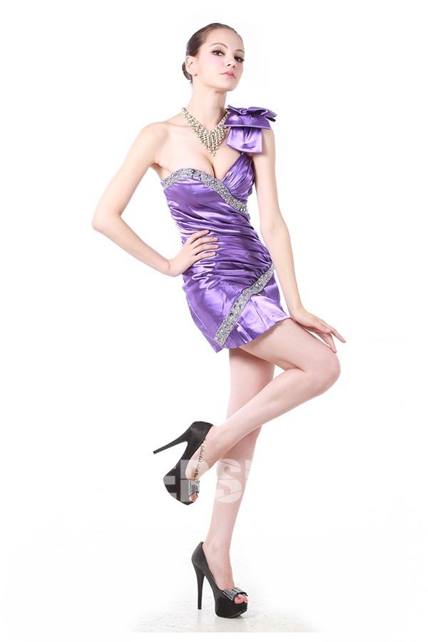 sexy robe de cocktail fourreau asymétrique orné de bijoux et noeud sur épaule