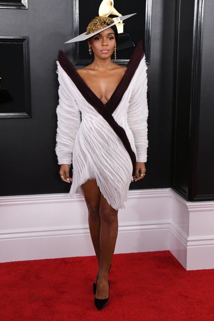 Janelle Monae en une robe de cocktail blanche et bordeaux avec manche longue col en V aux Grammys awards 2019