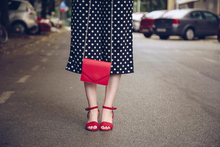 sac rouge et sandale rogue