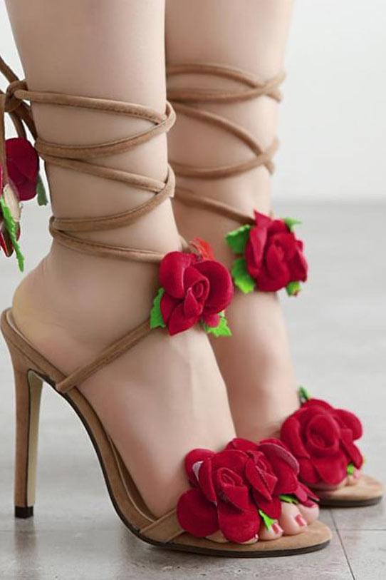 sandales avec fleurs rouges à talon haut