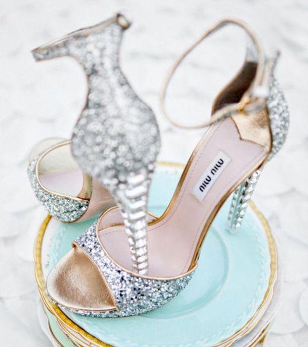 sandales brillantes à talon haut