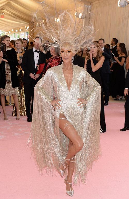 Céline Dion en une robe de soirée dorée à frange au Met gala 2019