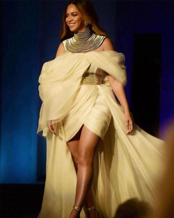 Beyoncé en robe couleur crème personnalisée aux AFI Awards
