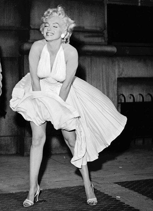 Marilyn Monroe avec sa robe de cocktail blanche classique