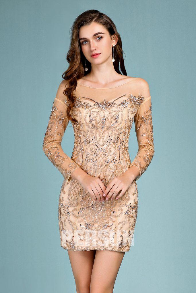 robe de cocktail mi-longue fourreau doré col transparent avec manches longue transparentes en dentelle appliquée de motifs