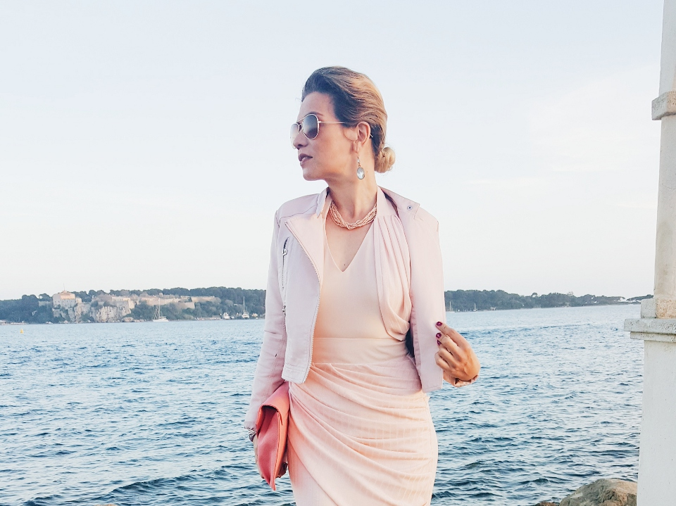 robe de cocktail rose pastel moulant plissé