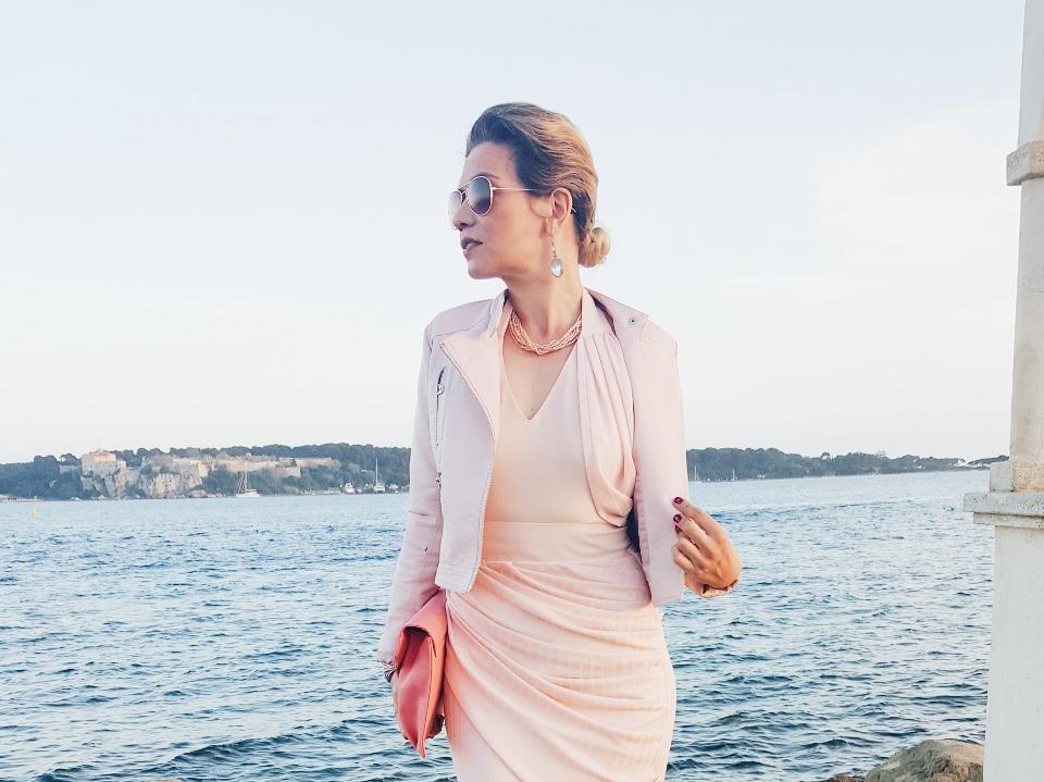 robe de cocktail rose pastel moulant plissé