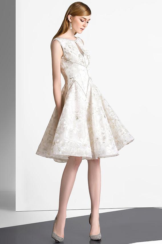 robe de cocktail élégante mi-longue en blanche en dentelle appliquée jupe à volant