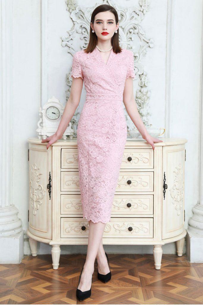 robe de cocktail courte fourreau rose mi-longue col v avec manche courte en dentelle