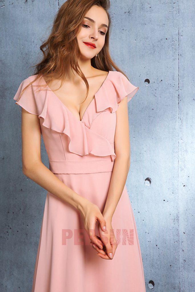 robe de cocktail longue rose poudré col v avec manche à volant
