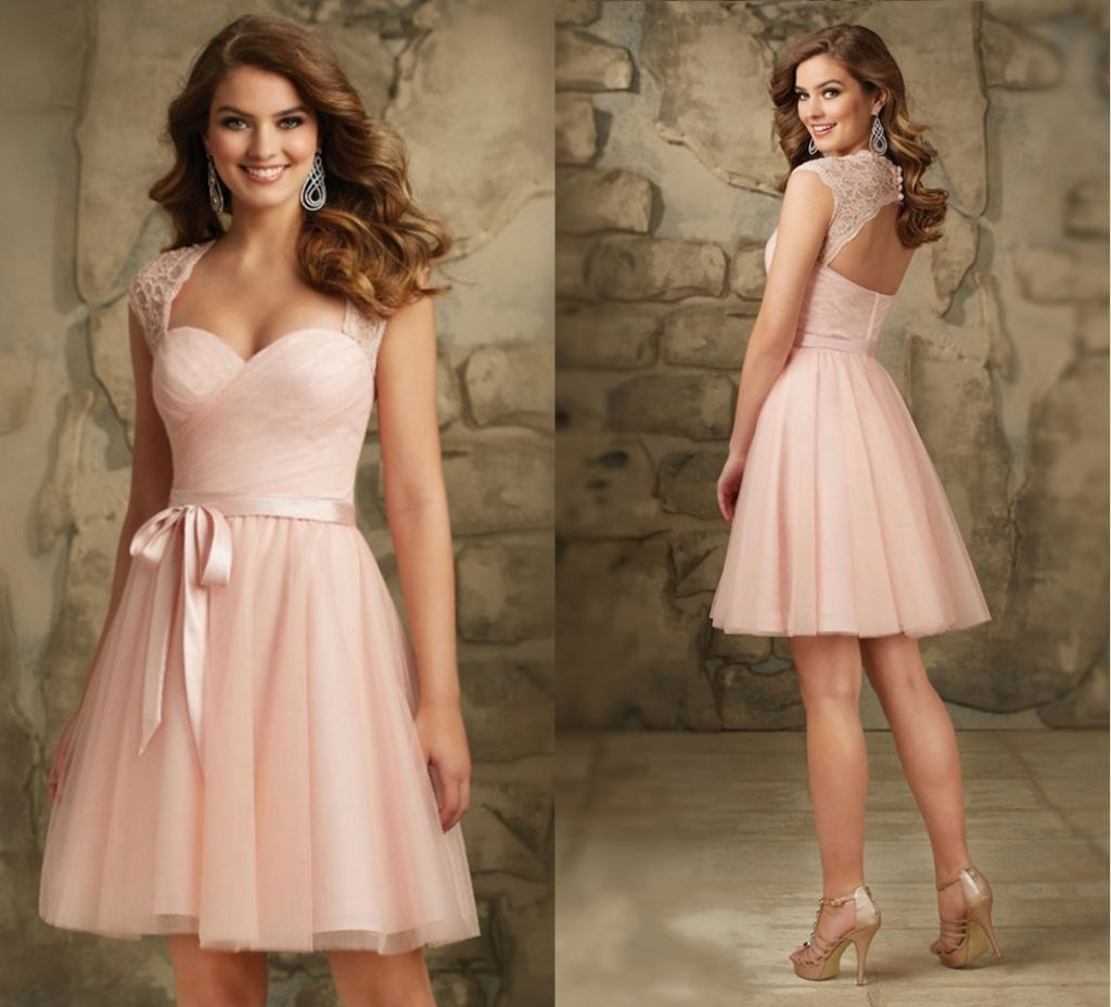 robe de cocktail rose poudré courte bustier coeur dos ouvert mancheron en dentelle