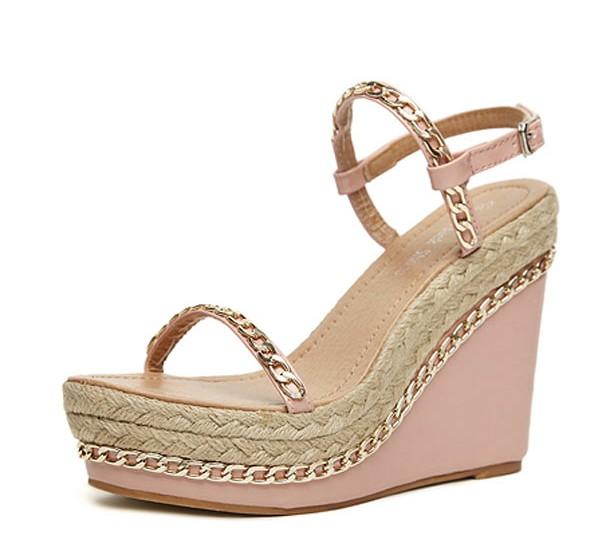 sandale compensé romantique embelli de chaîne