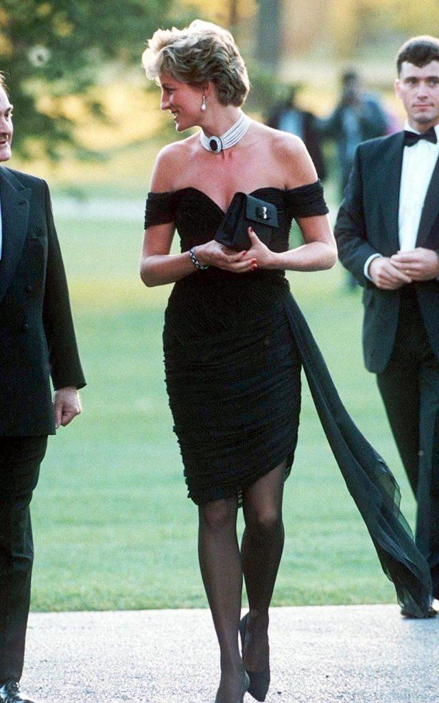 revenge dress noire épaule dénudée de lady diana