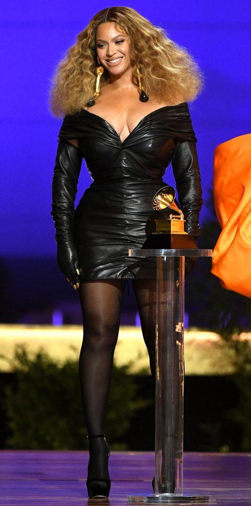 Beyoncé aux Grammys Awards 2021 en petit robe noire