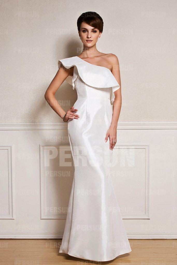 robe de soirée longue blanche sirène asymétrique à volant