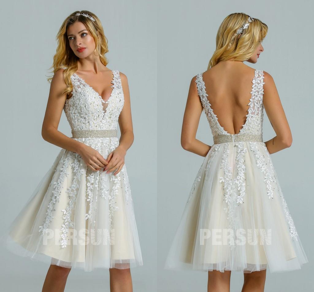 Robe de mariée courte col V dentelle dos nu